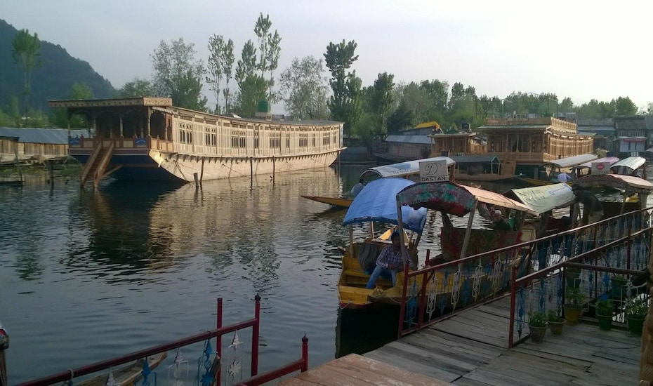 Dastan Houseboat, Dal Lake,